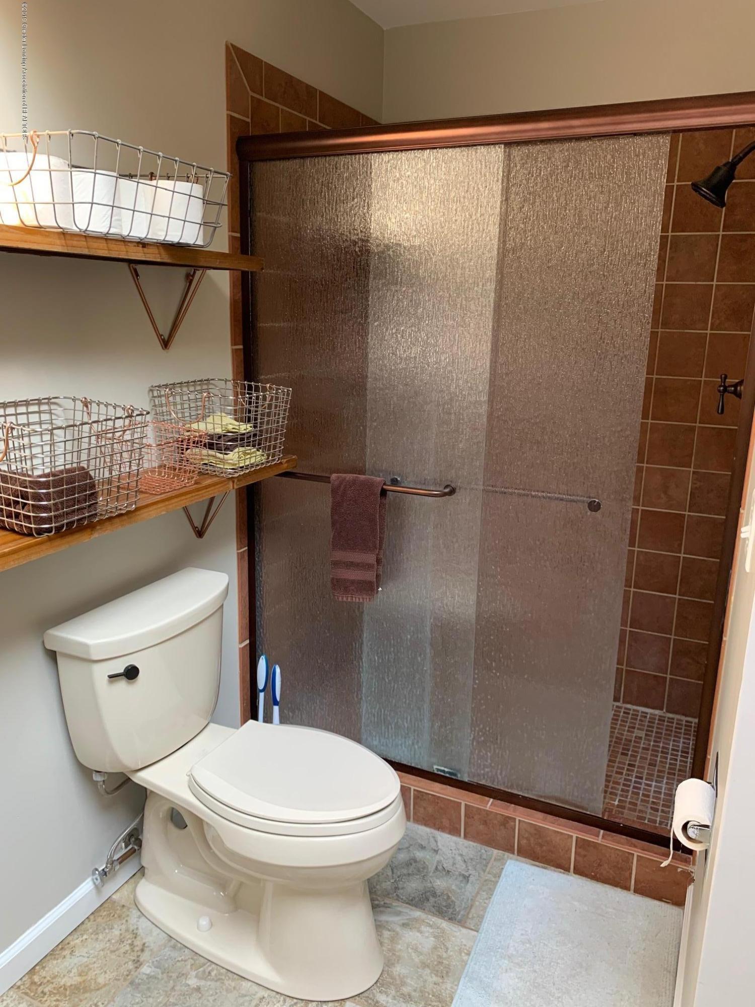1200 Ascot Pl - Bathroom - 16