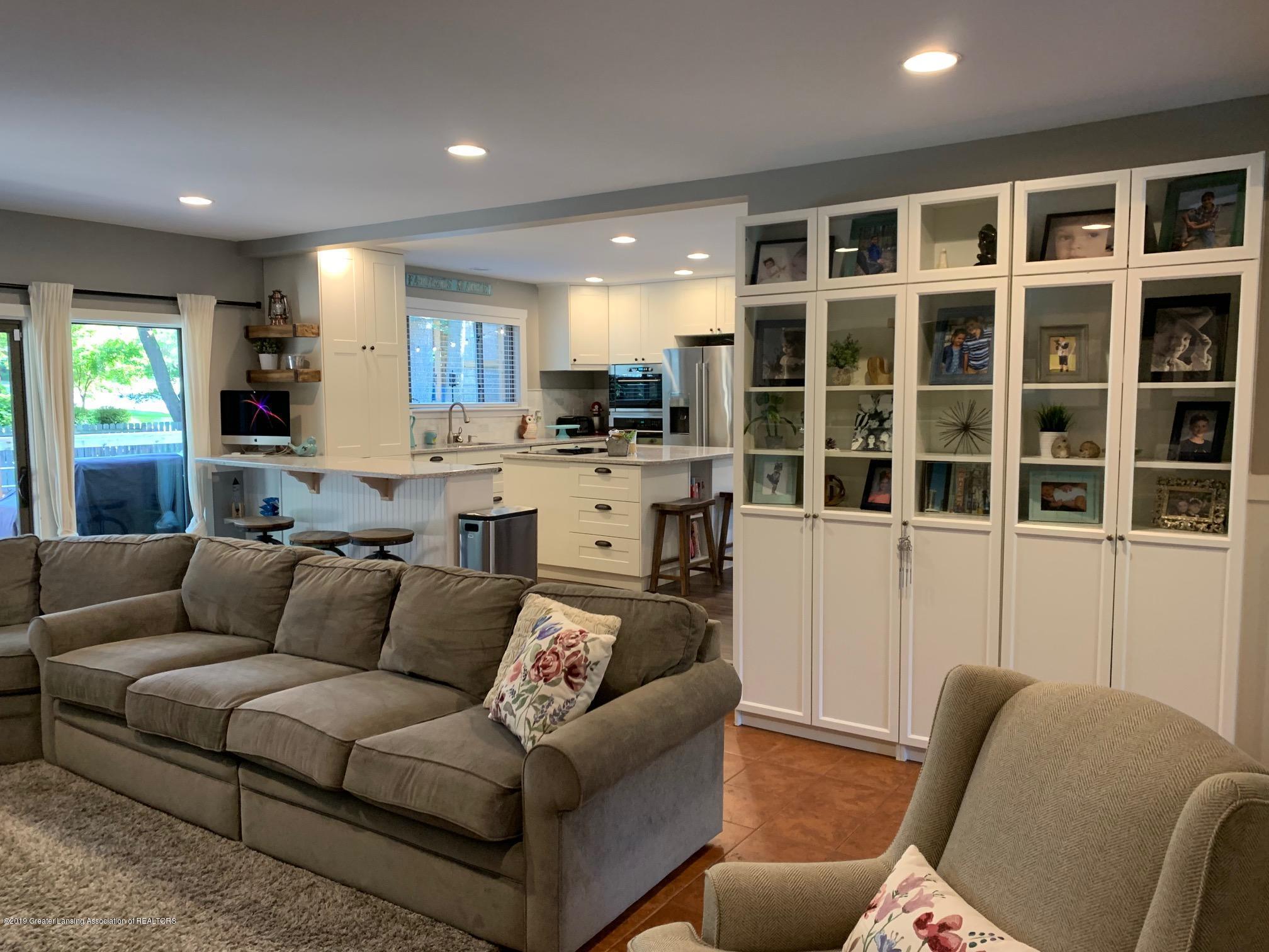 1200 Ascot Pl - Living Room - 5