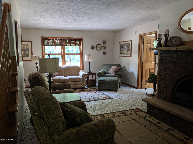 9505 Oneida Rd - Living room - 18