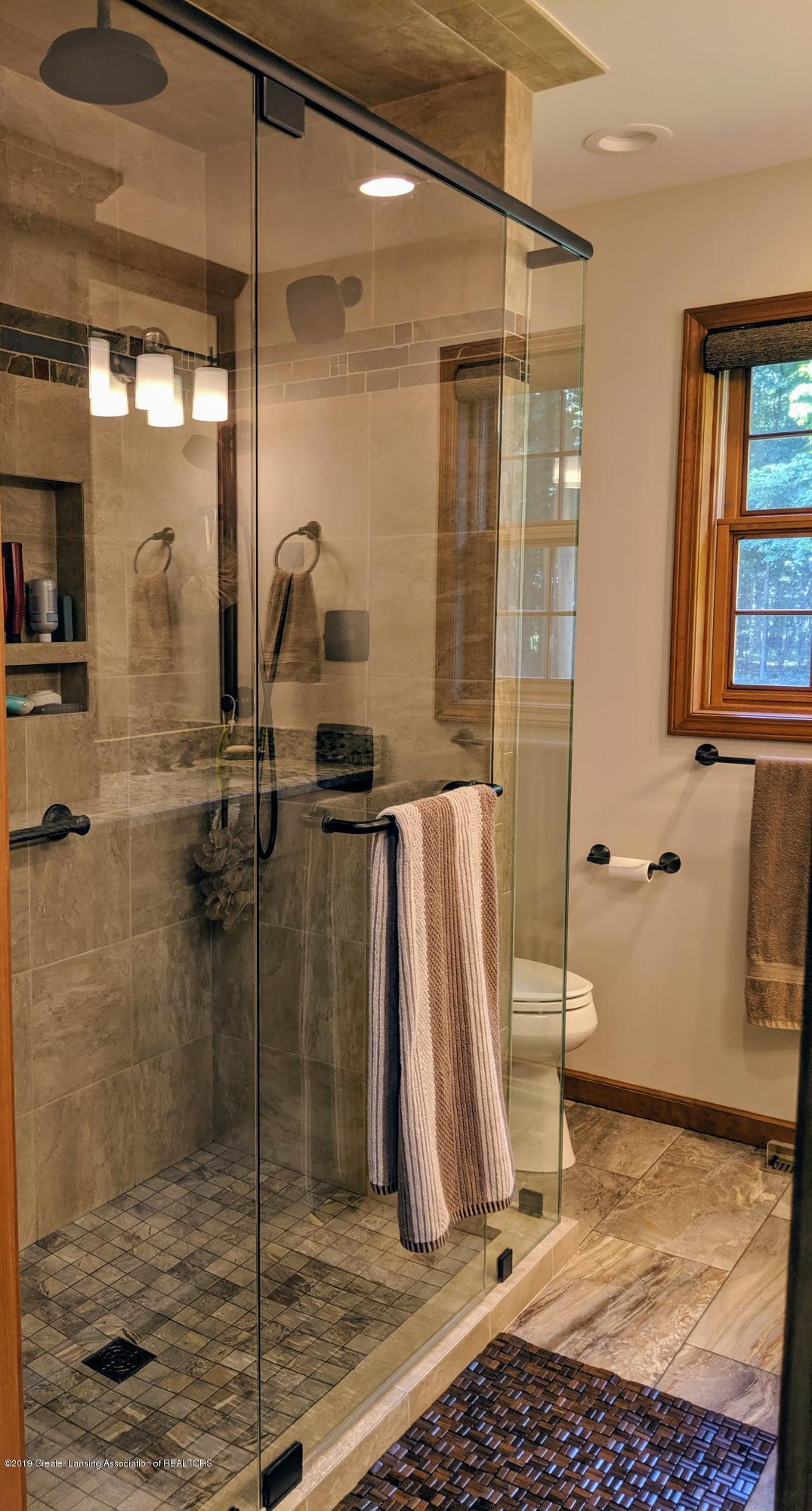 9505 Oneida Rd - Master bath - 33