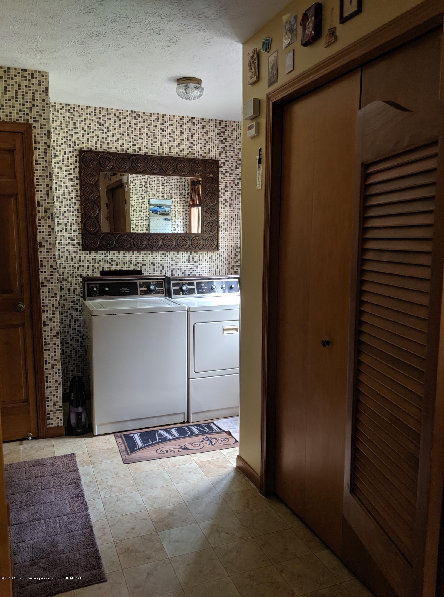 9505 Oneida Rd - 1st floor laundry - 27