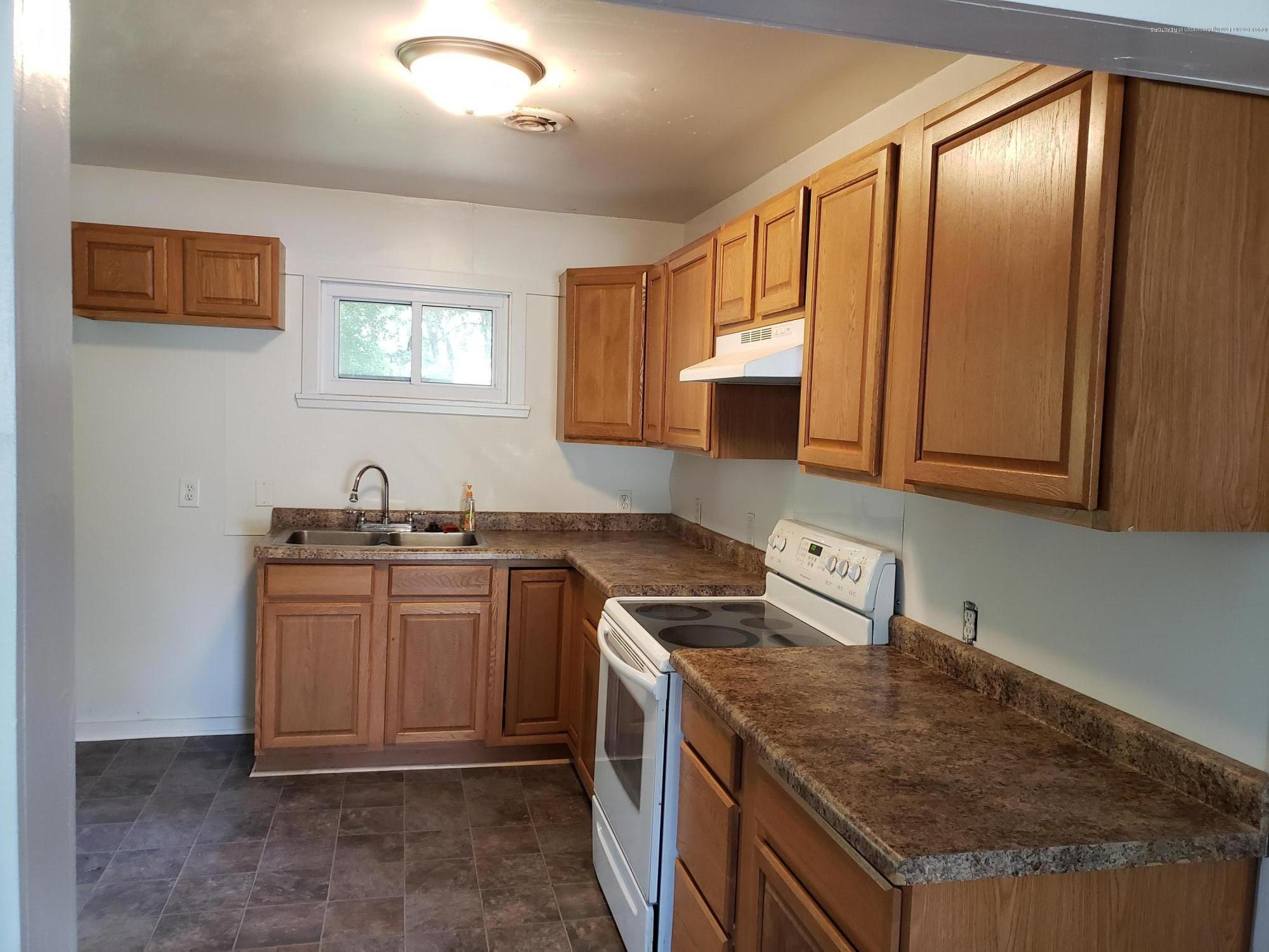 6037 Hughes Rd - Kitchen - 2