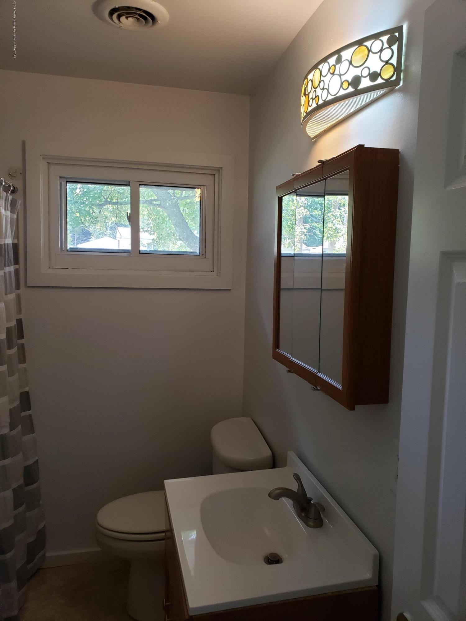 6037 Hughes Rd - Hughes bathroom - 5