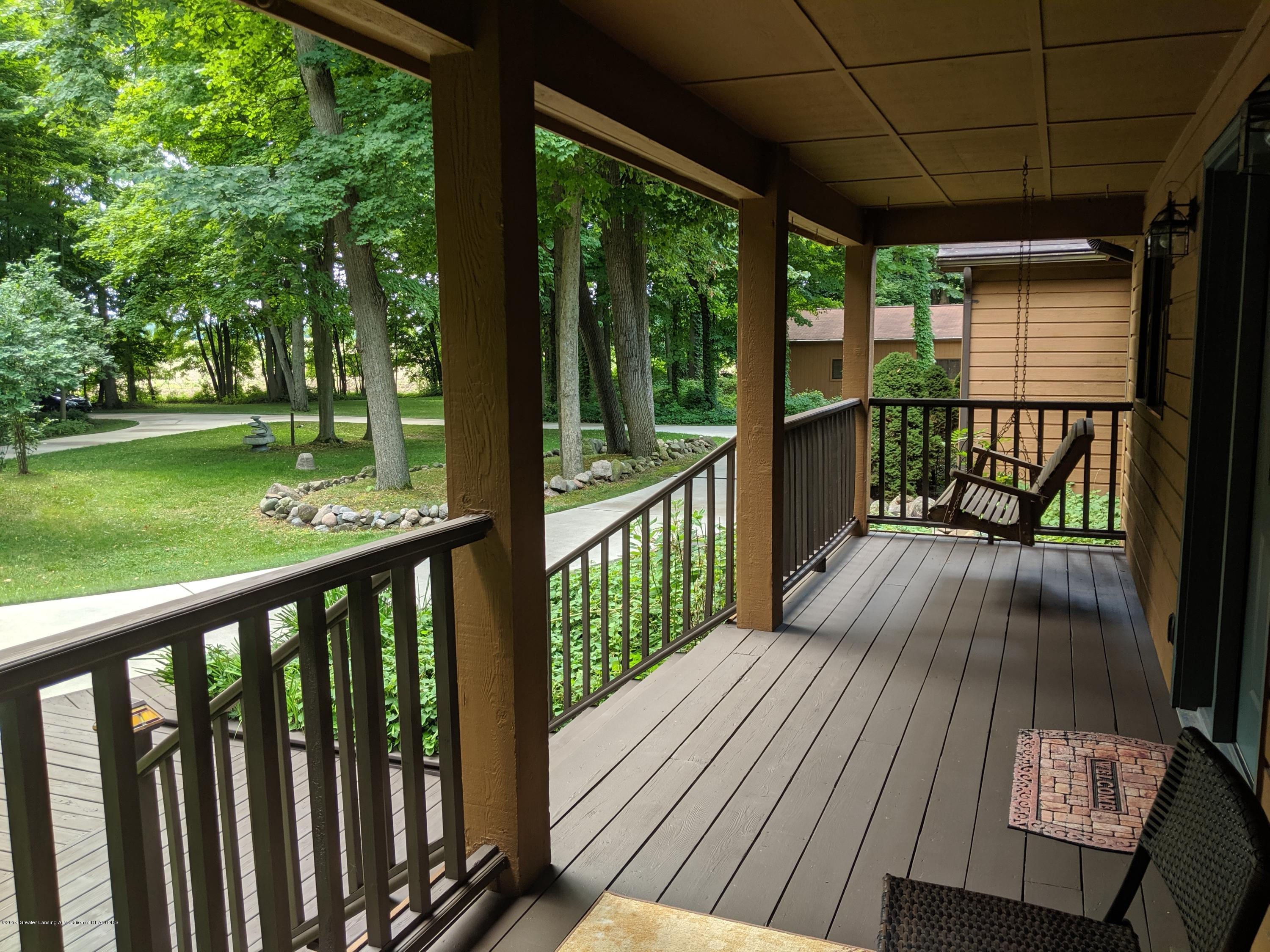 9505 Oneida Rd - Front porch - 7