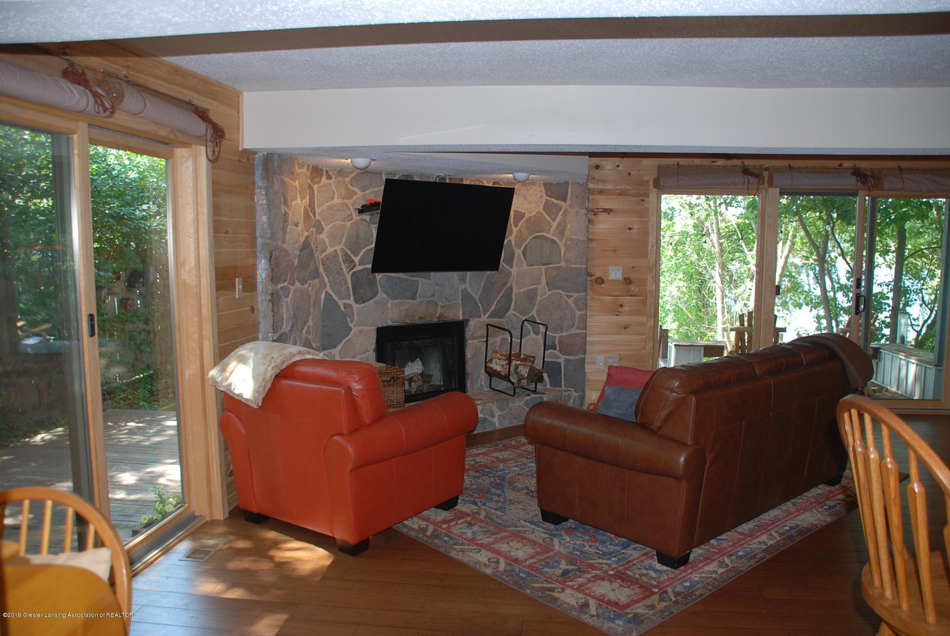 15474 Park Lake Rd - Living Room - 4