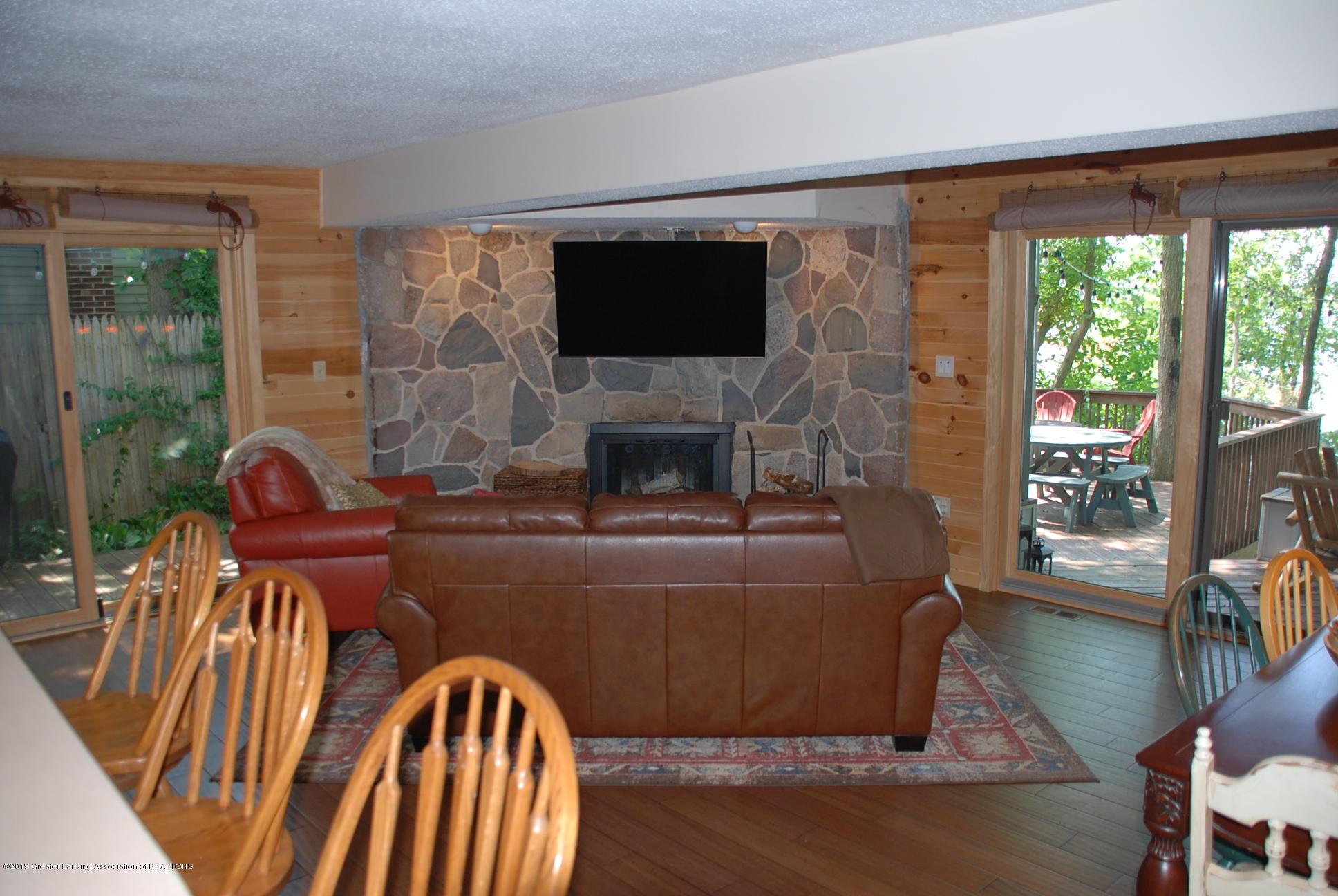 15474 Park Lake Rd - Living Room - 6