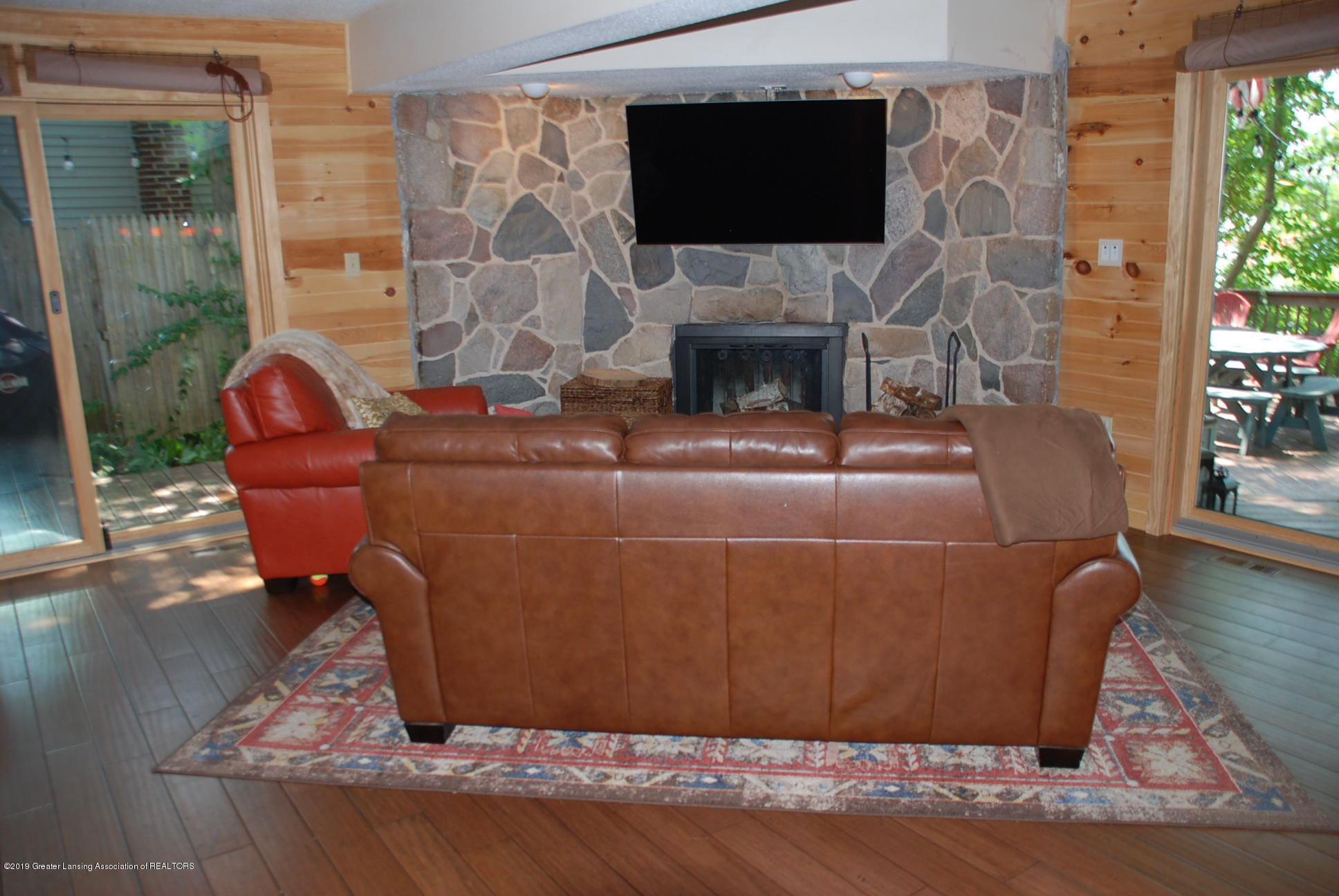 15474 Park Lake Rd - Living Room - 8