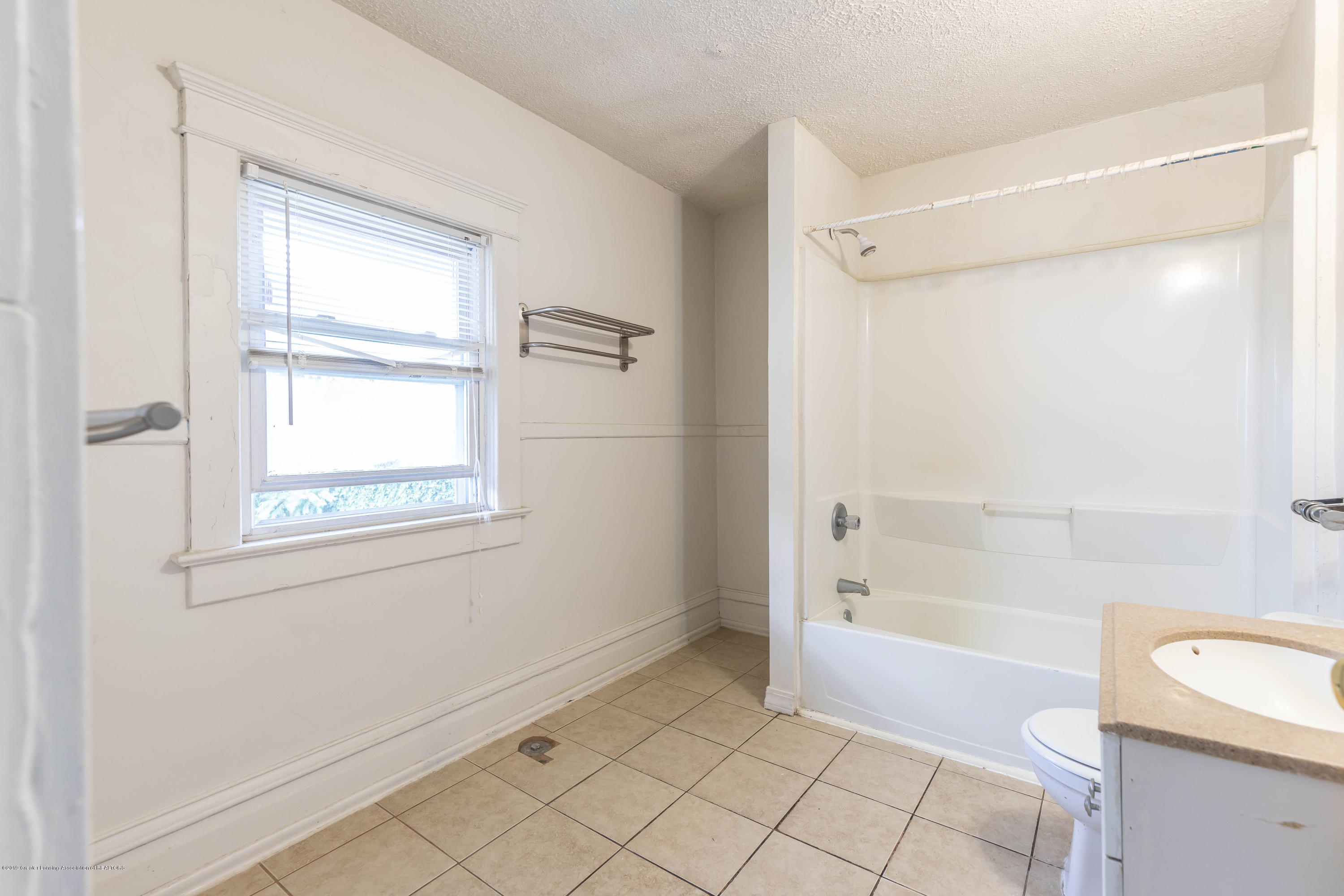 117 S Hayford Ave - Main bath level 2 - 17