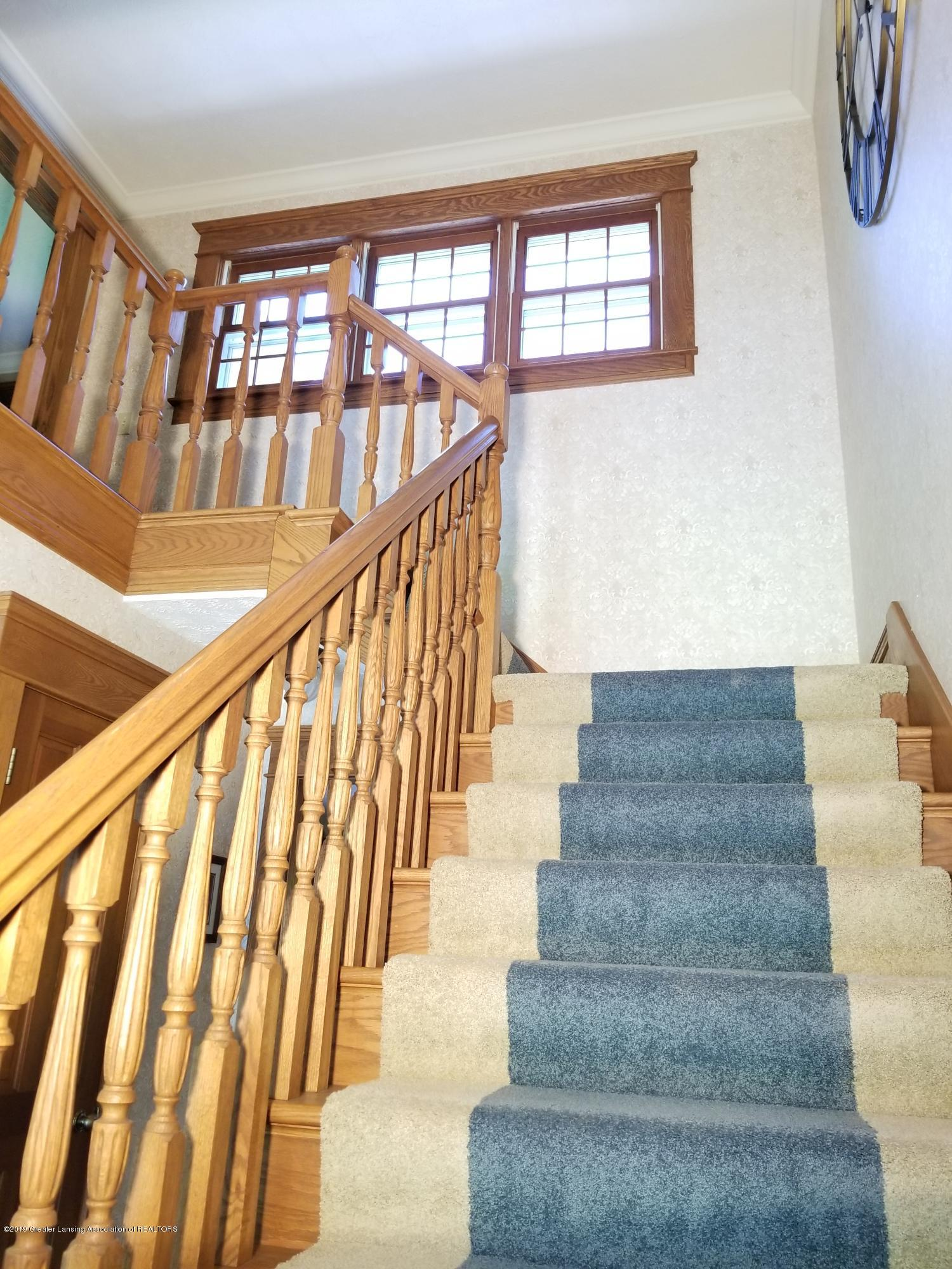 5402 River Bend Cir - 08 Stairs 03 - 17