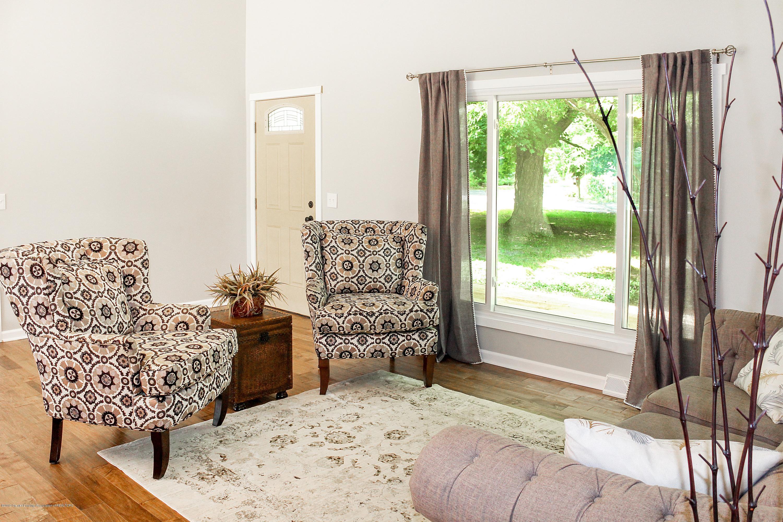 2331 Hulett Rd - Living Room - 8