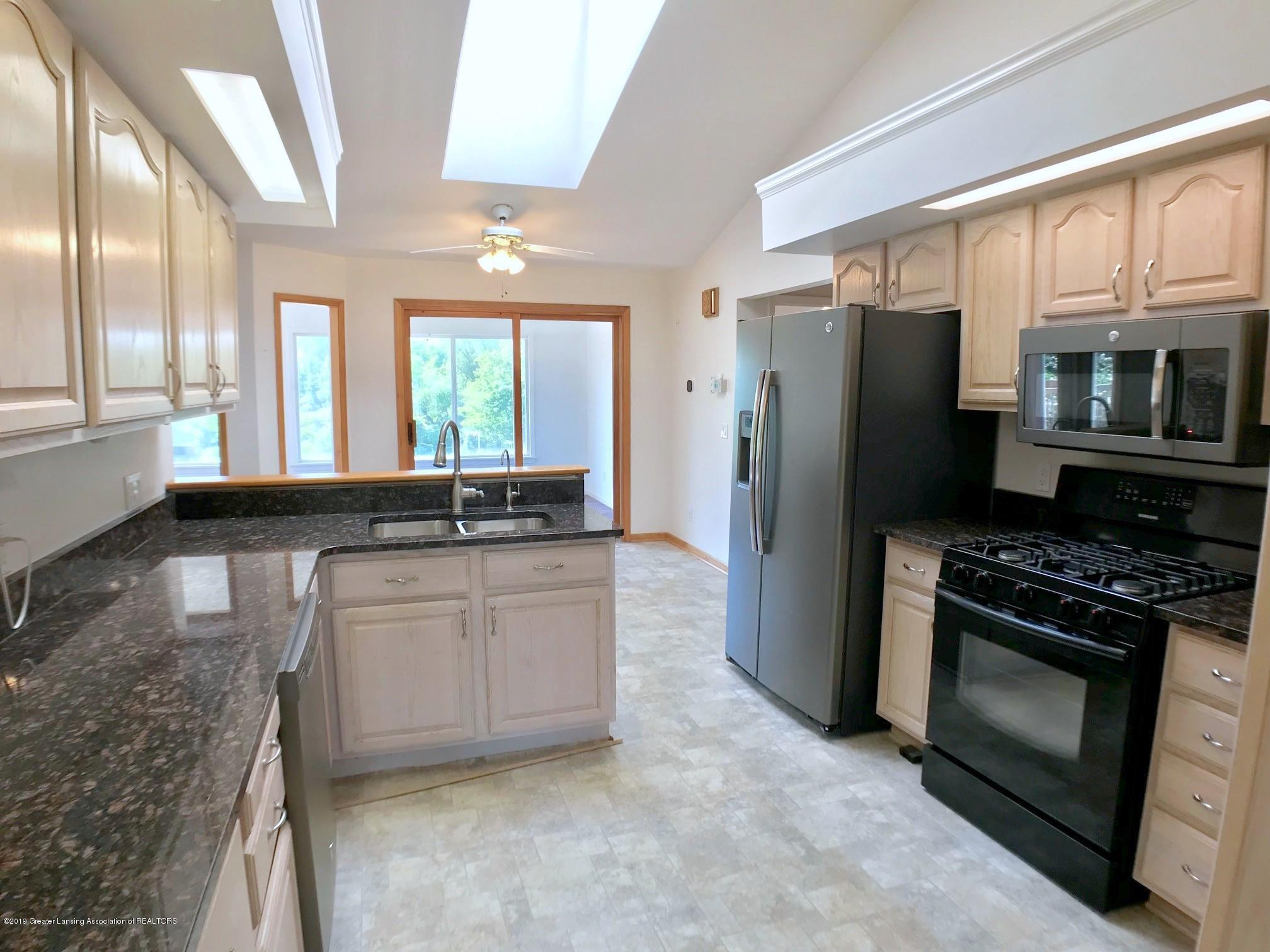 6523 W Hibbard Rd - Kitchen - 11