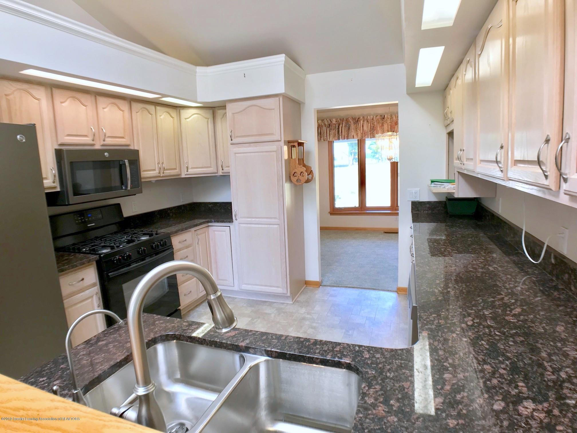 6523 W Hibbard Rd - Kitchen - 13