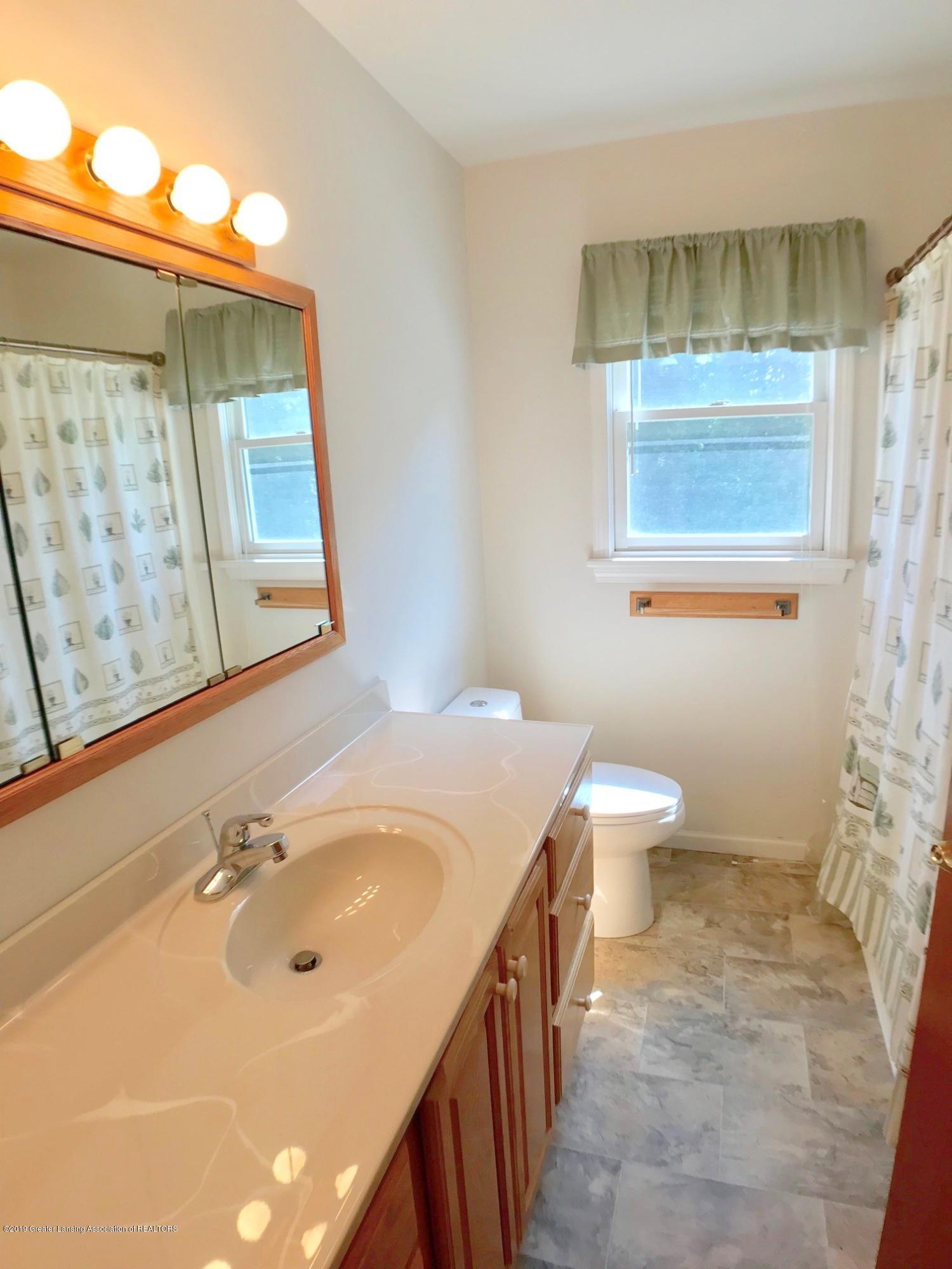 6523 W Hibbard Rd - First Floor Full Bath - 23