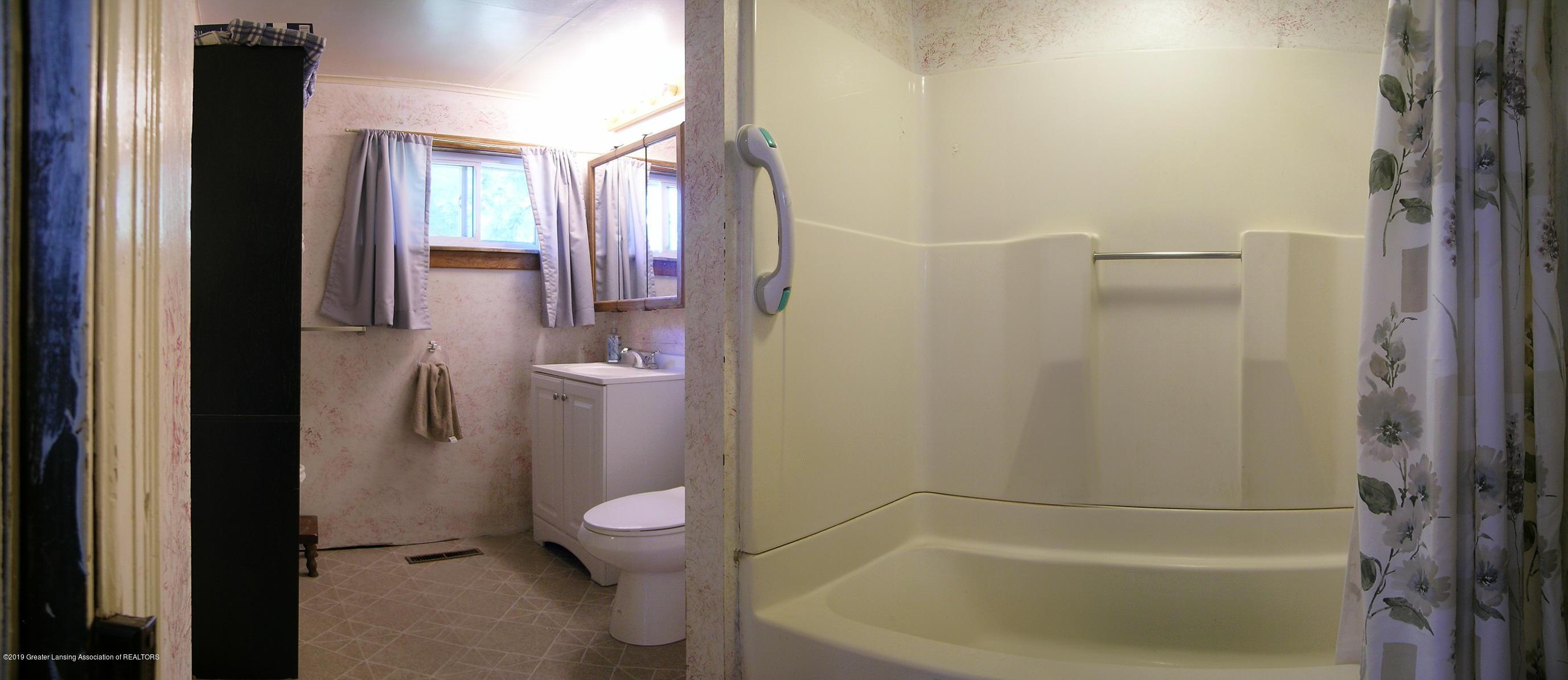 413 W Shepherd St - Bathroom - 9
