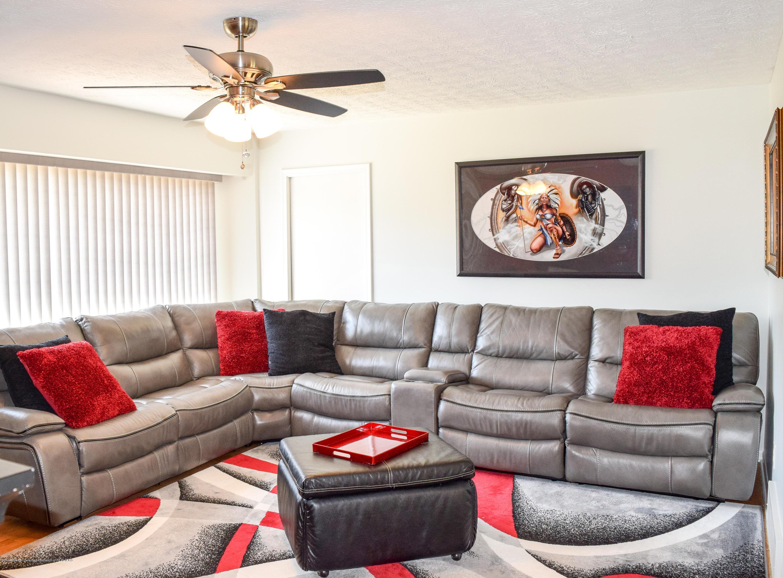 4624 Norwick St - Living Room - 12