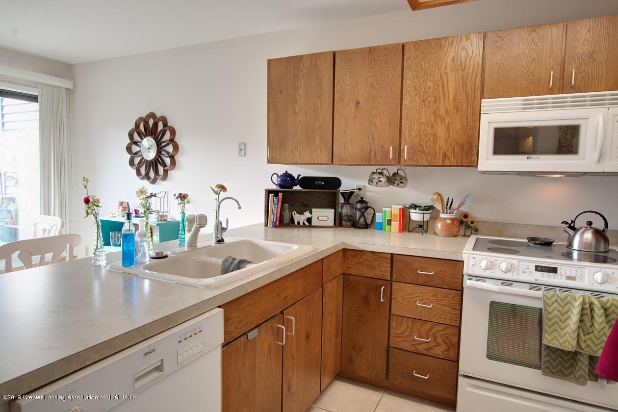 3673 E Meadows Ct - kitchen - 8
