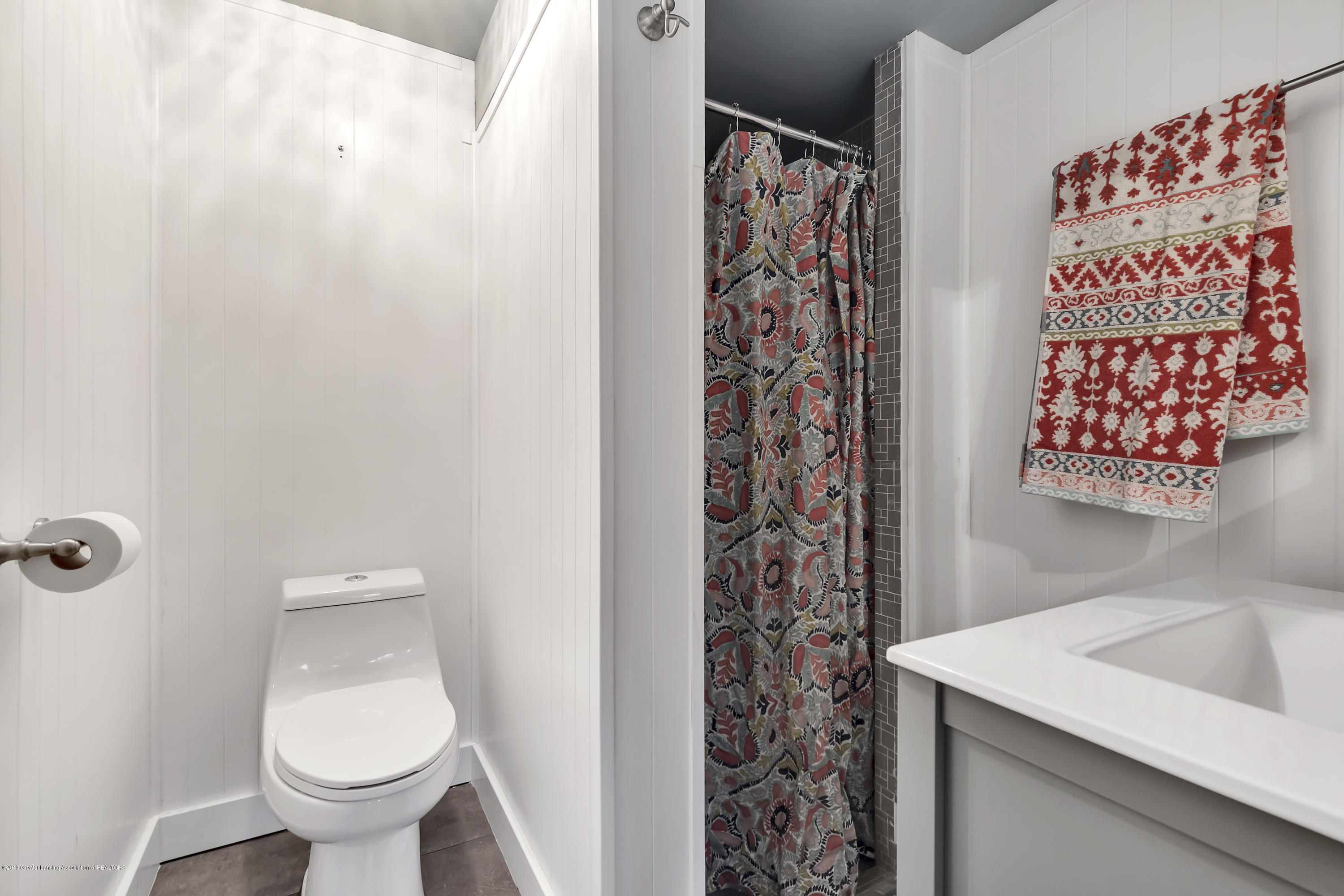 4702 Huron Hill Dr - Lower Level Full Bath - 34