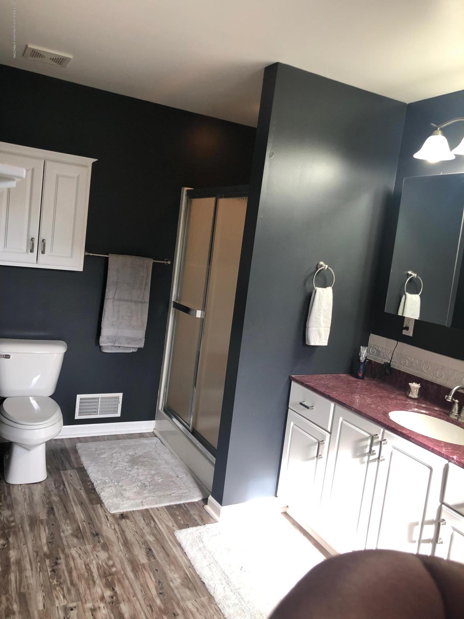 7984 Woodbury Rd - Master Bathroom - 20