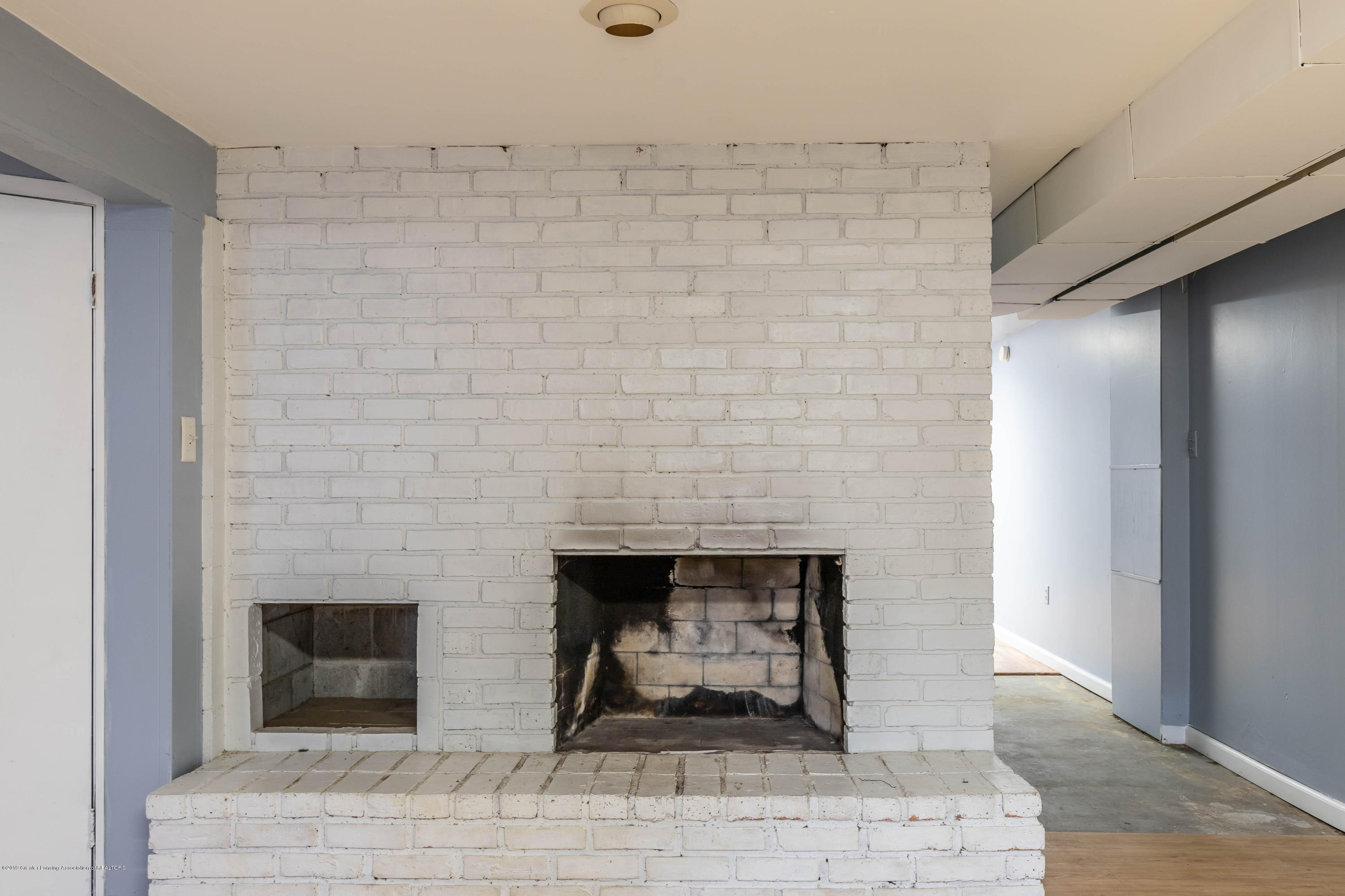 1529 Birchwood Dr - family room fireplace - 23