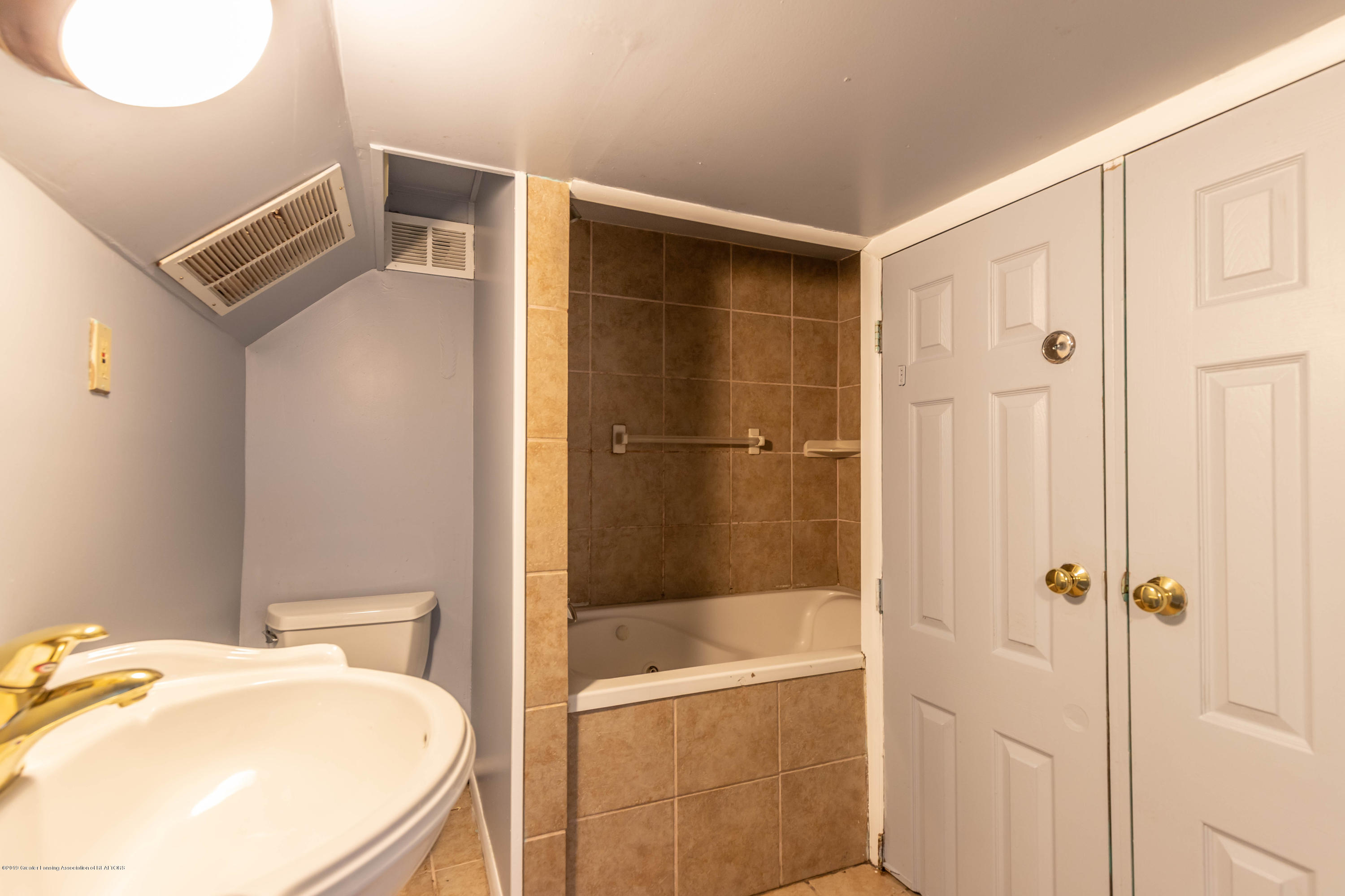 1529 Birchwood Dr - basement bath tub - 26