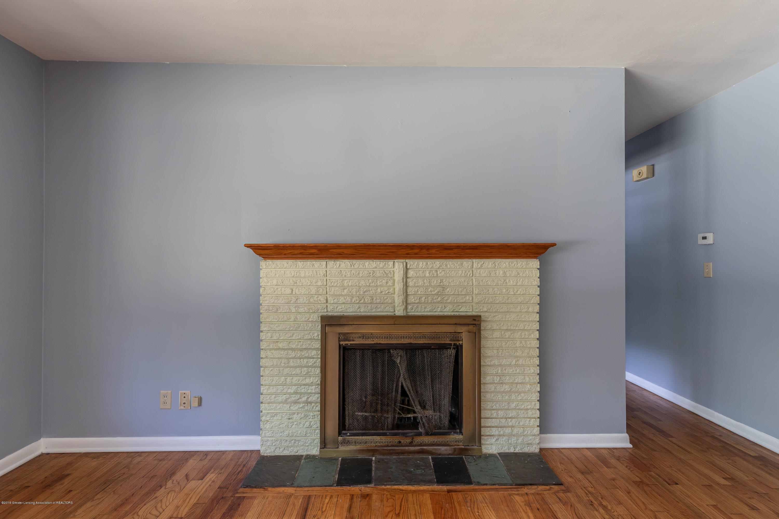 1529 Birchwood Dr - main floor fireplace - 35