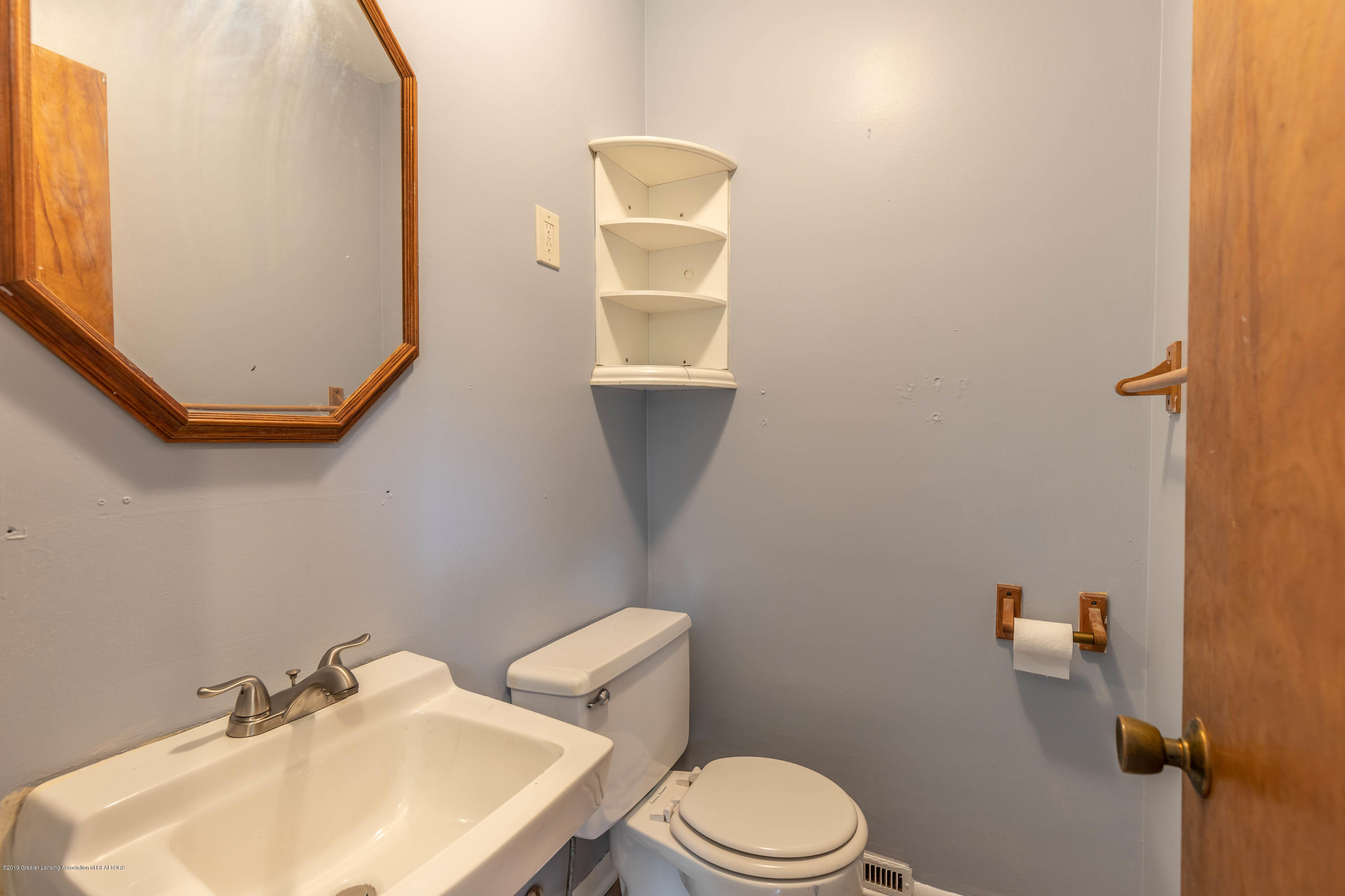 1529 Birchwood Dr - main floor half bath - 13