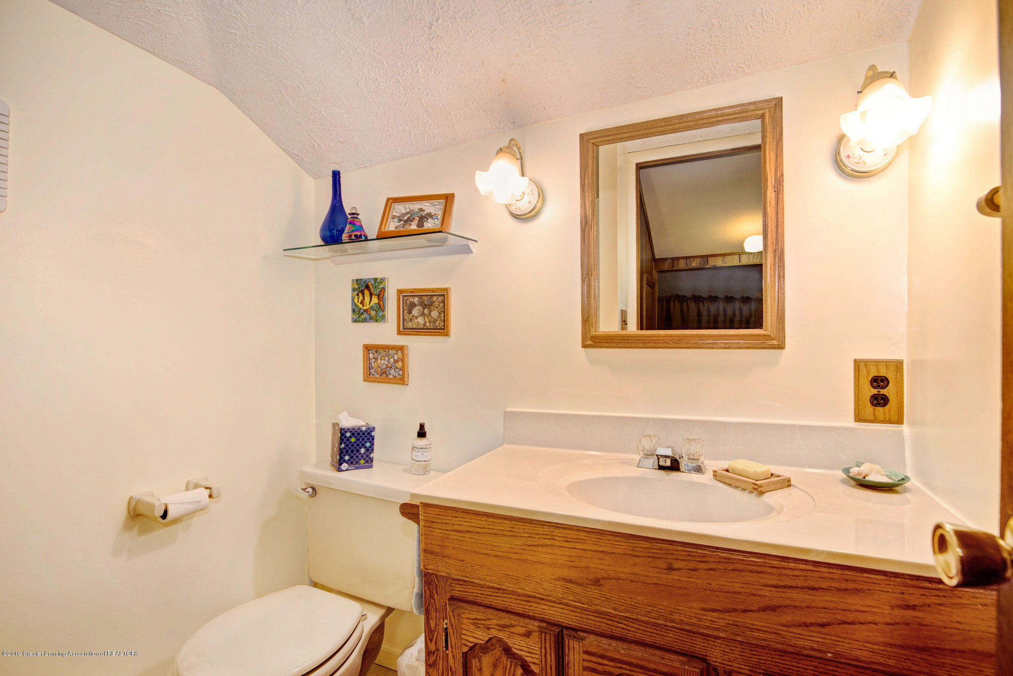 815 W Jefferson St - Bathroom - 25