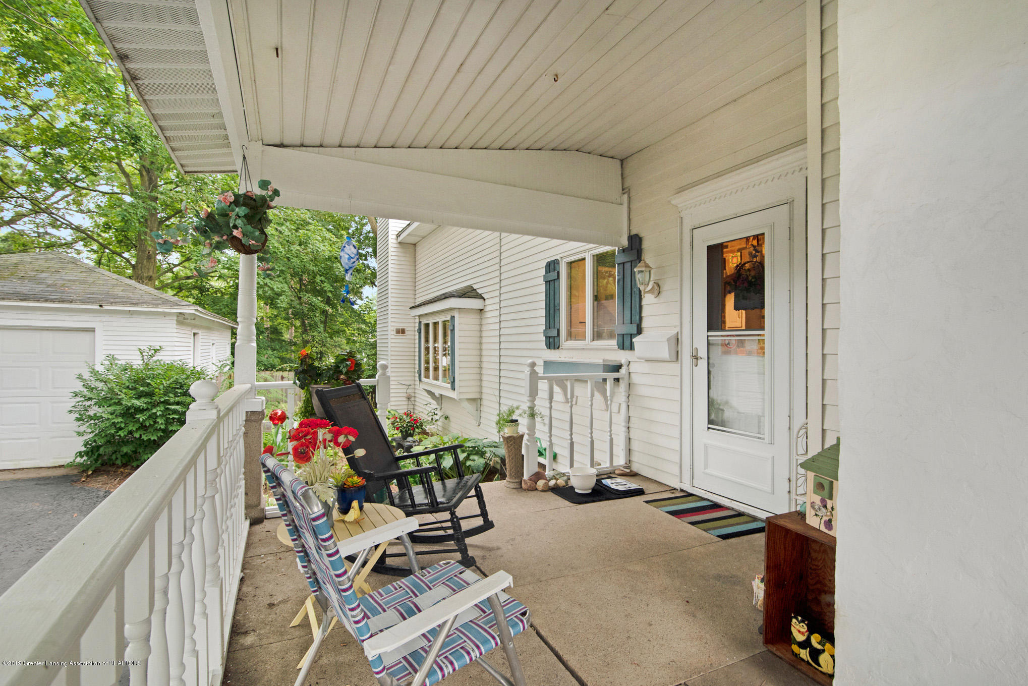 815 W Jefferson St - Side Porch - 32