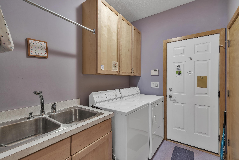 2327 Sapphire Ln - First floor laundry - 14