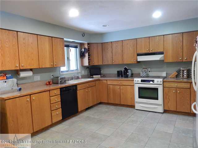 595 Dart Rd - Kitchen - 4