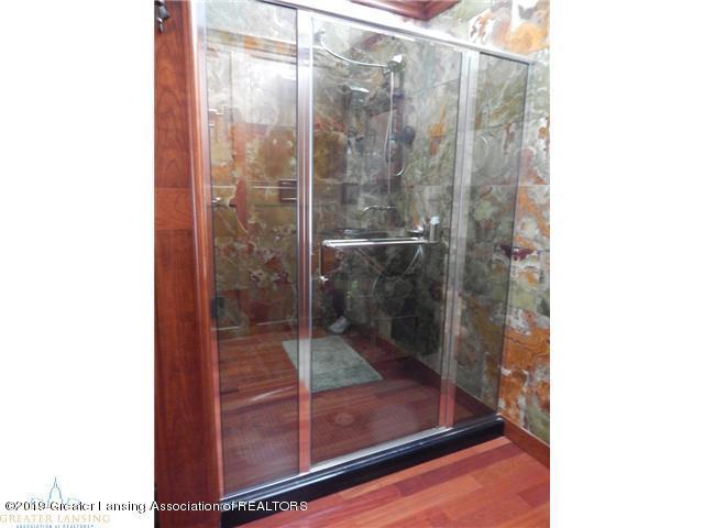 595 Dart Rd - Bathroom - 13