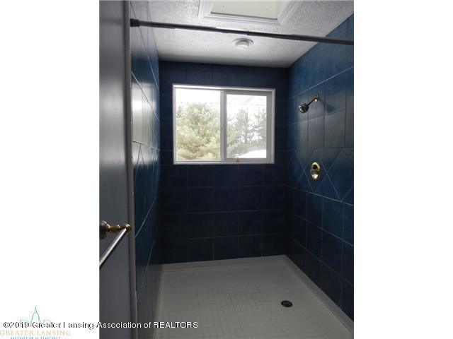 595 Dart Rd - Bathroom Shower - 18