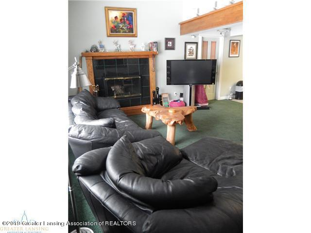 595 Dart Rd - Living Room - 20