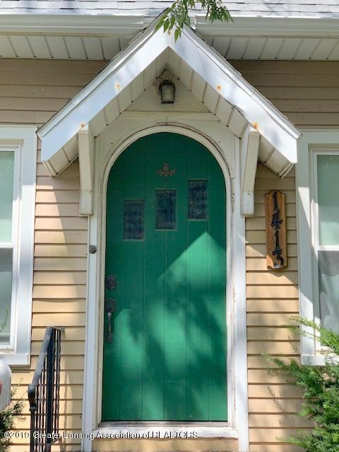 1413 Eureka St - Front Entry Way - 2