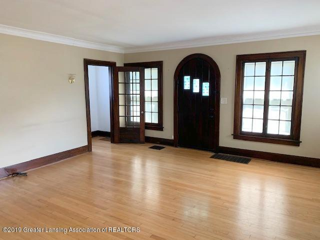 1413 Eureka St - Living Room - 5