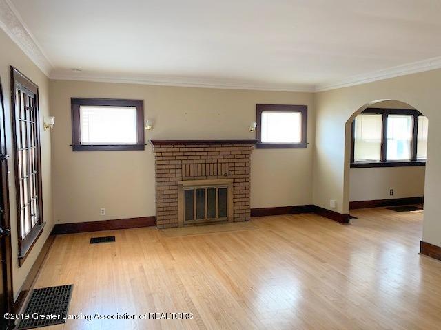 1413 Eureka St - Living Room - 6