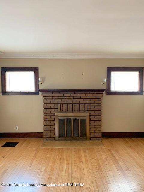 1413 Eureka St - Living Room - 7