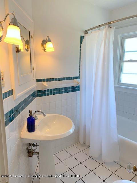 1413 Eureka St - Full Bath - 24