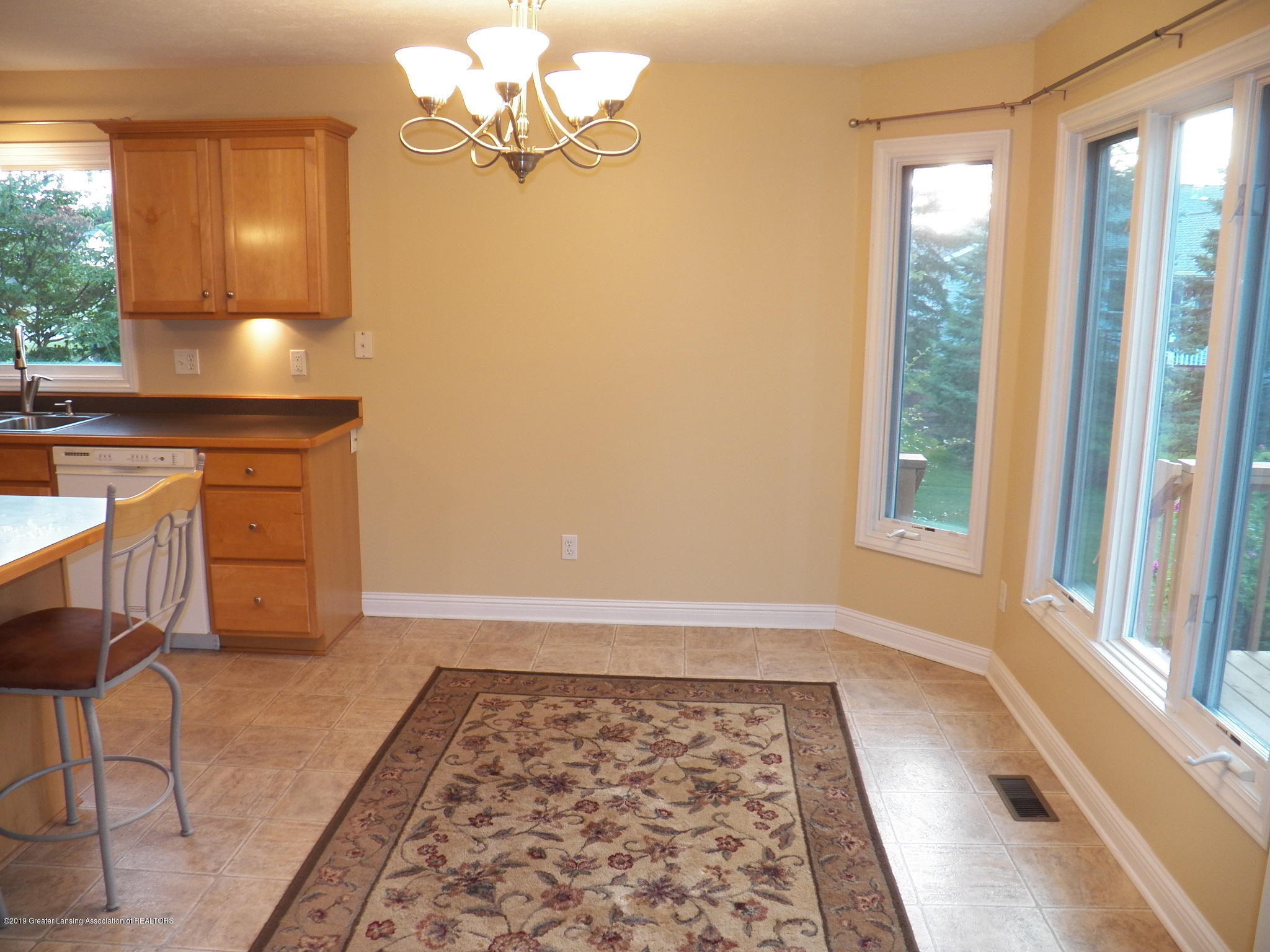 7387 Mallow Ln - breakfast nook - 11