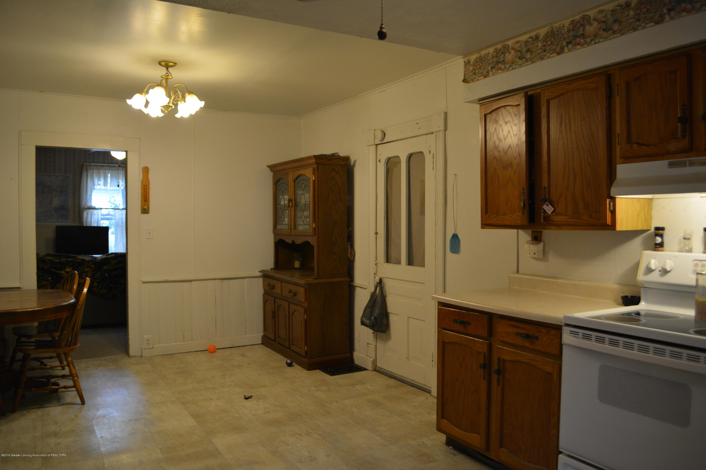 105 W Floral Ave - Kitchen - 4