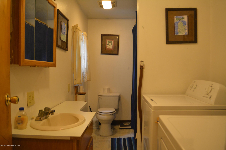 105 W Floral Ave - Bathroom - 11