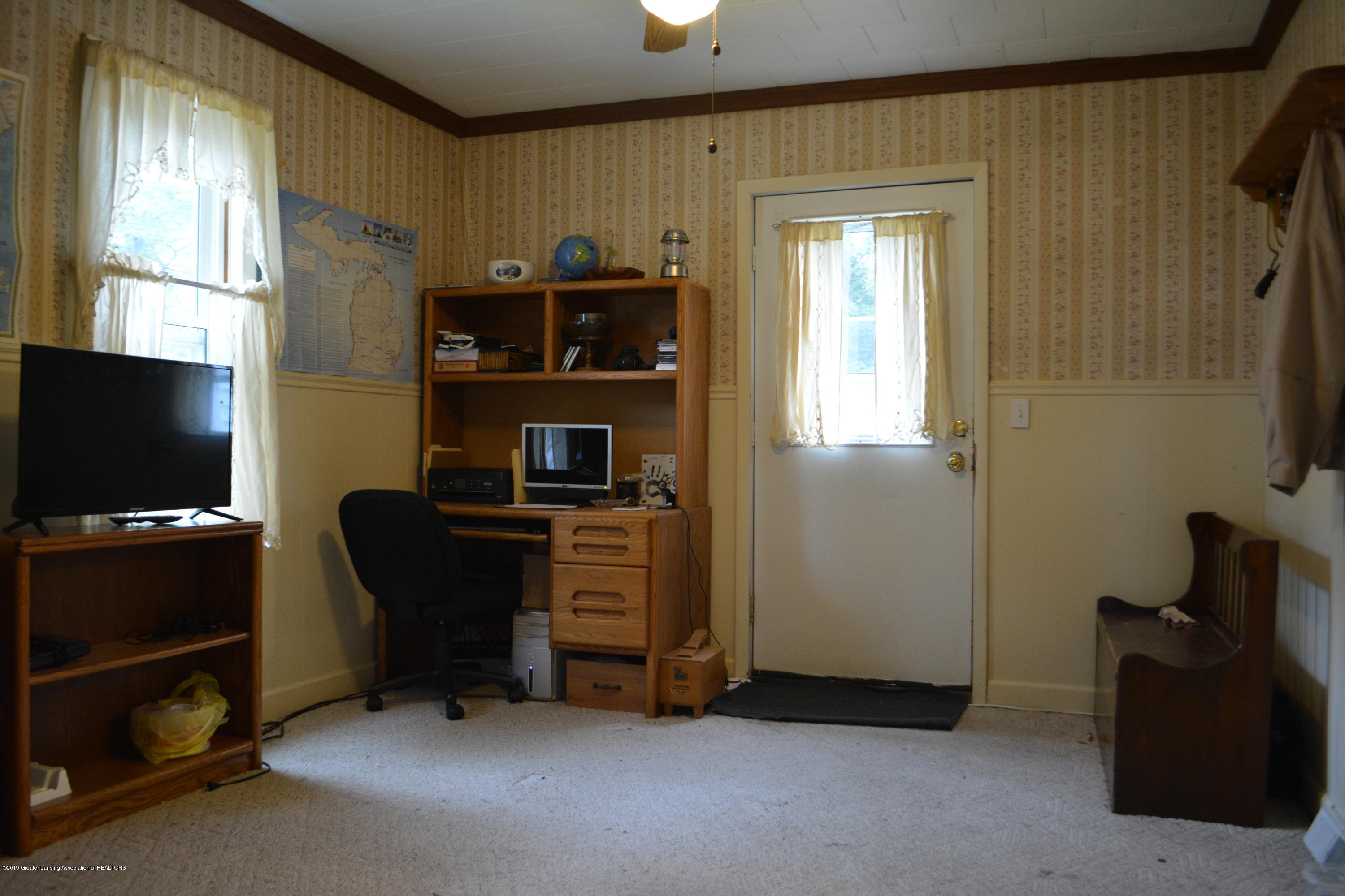 105 W Floral Ave - Front Room - 6