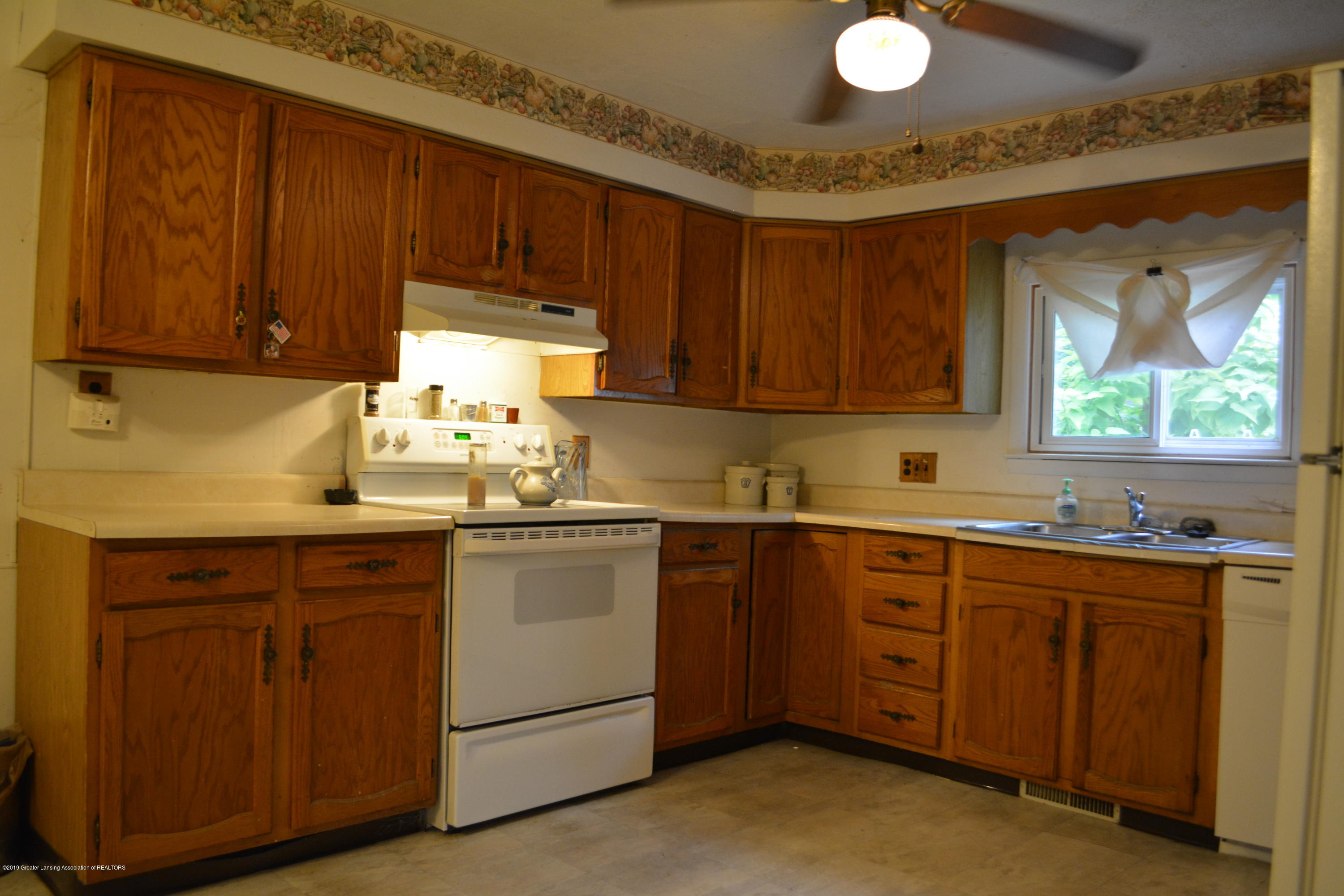 105 W Floral Ave - Kitchen - 2