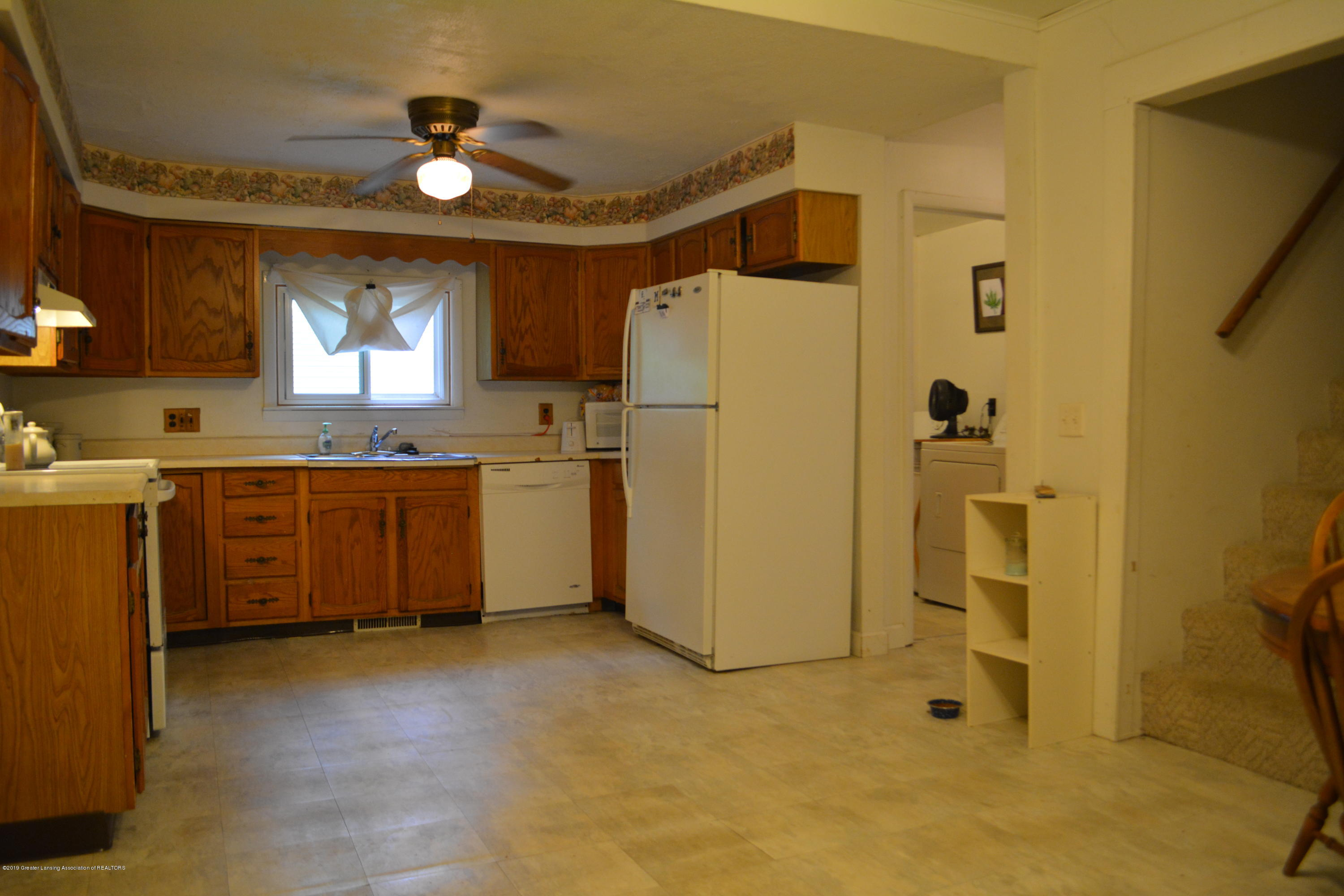 105 W Floral Ave - Kitchen - 3