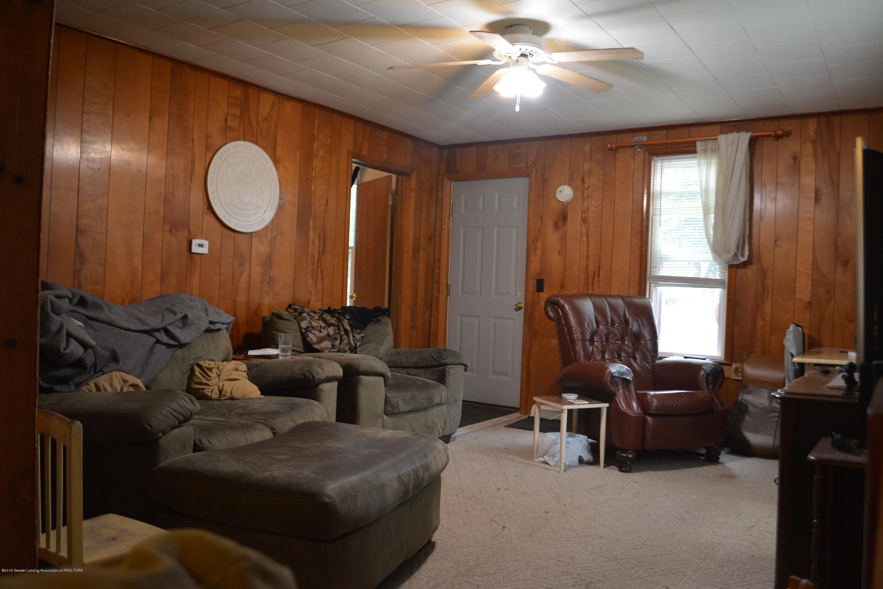 105 W Floral Ave - Living Room - 12