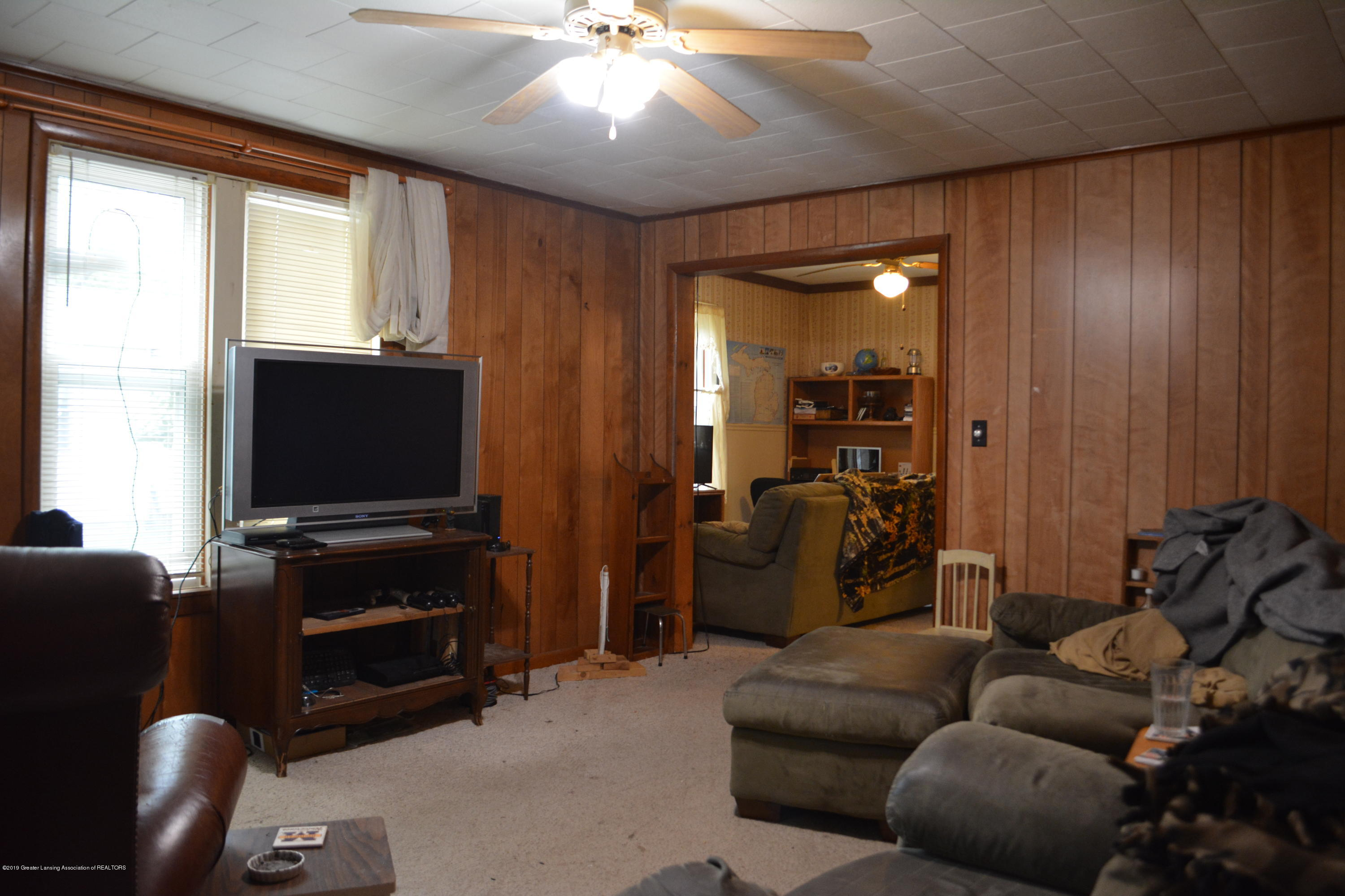 105 W Floral Ave - Living Room - 13