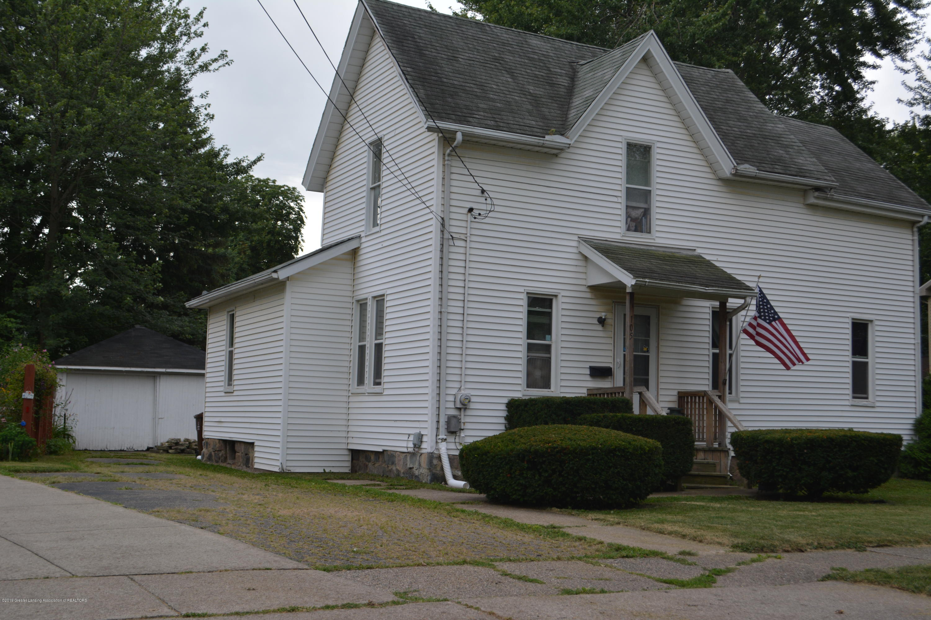 105 W Floral Ave - Front - 17