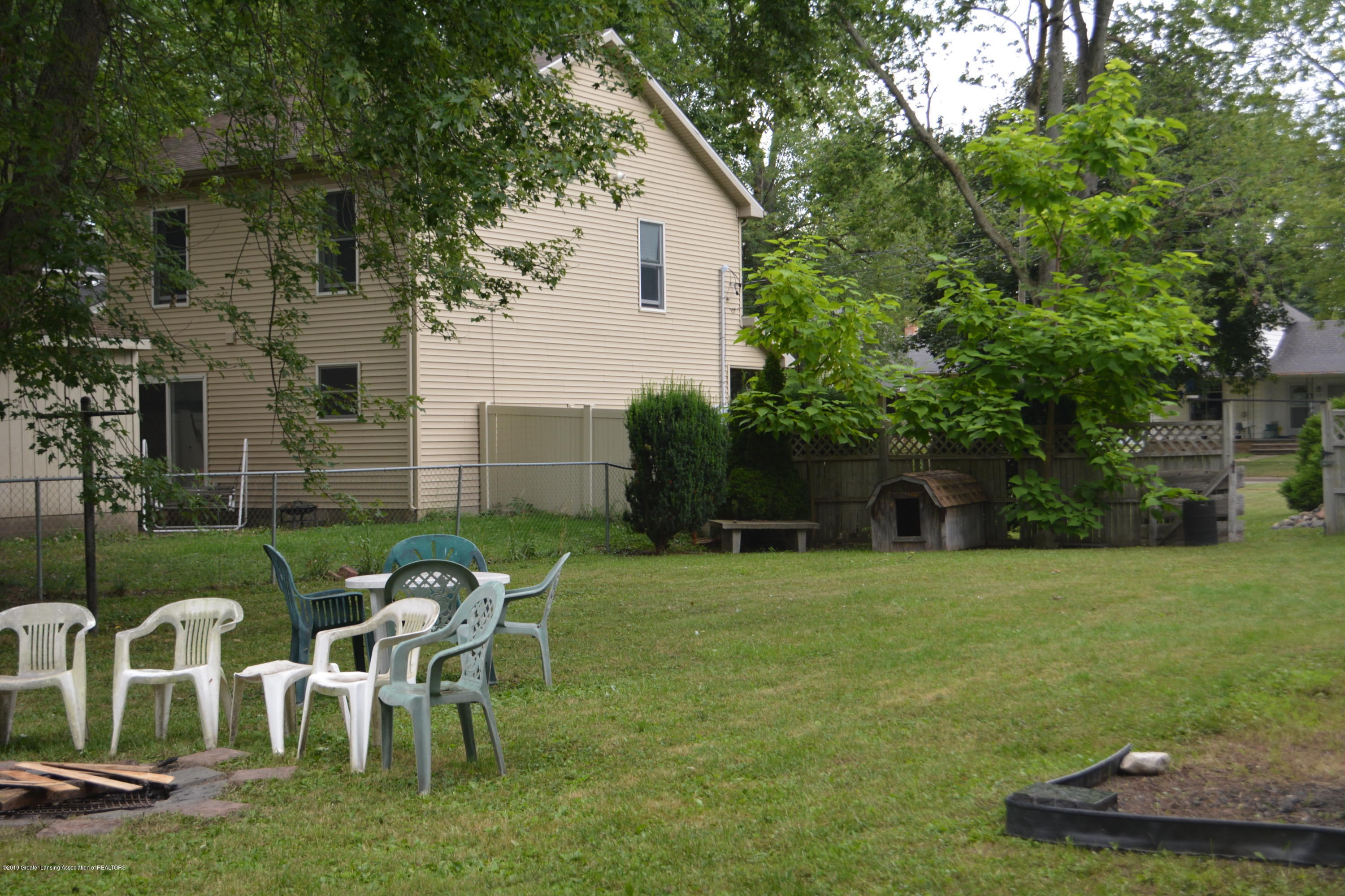 105 W Floral Ave - Yard - 15