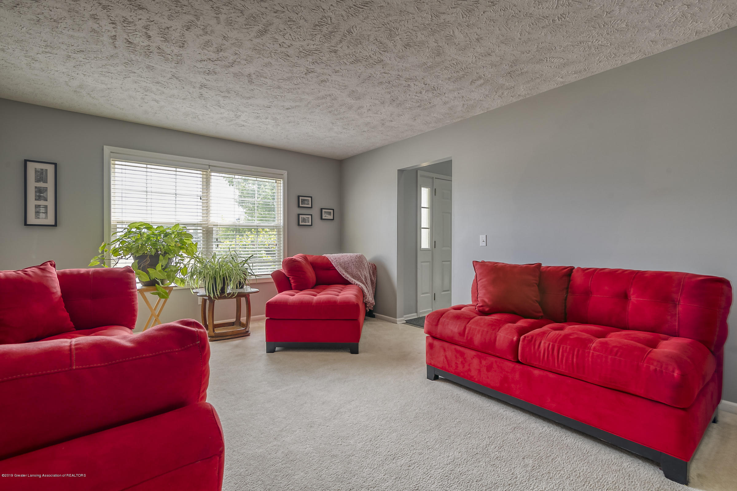 5712 Nightingale Dr - LIVING ROOM - 9