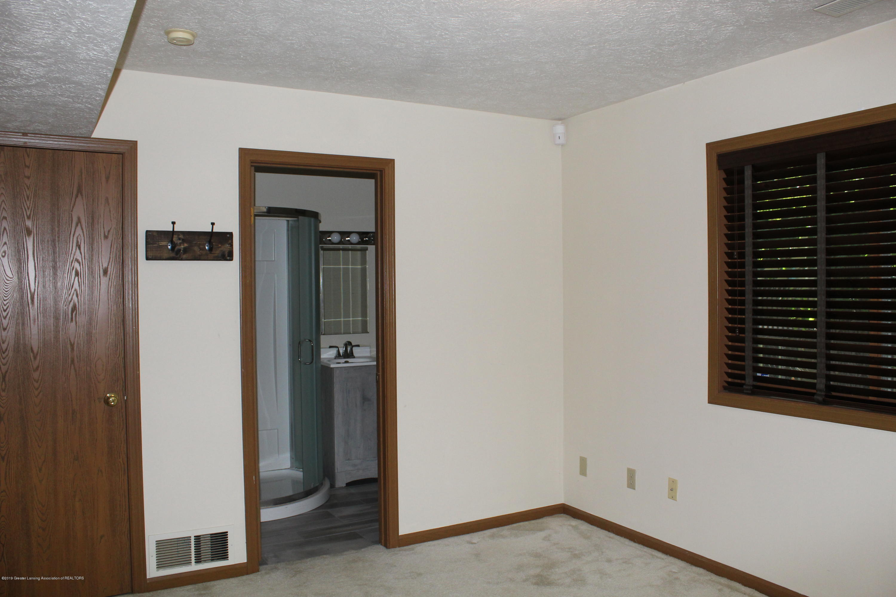 5041 W Willoughby Rd APT 3 - IMG_0921[2] - 9